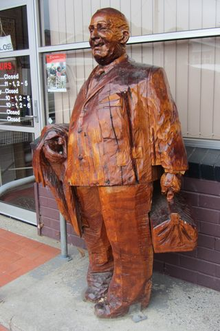 Dr Oswald Kyle - statue