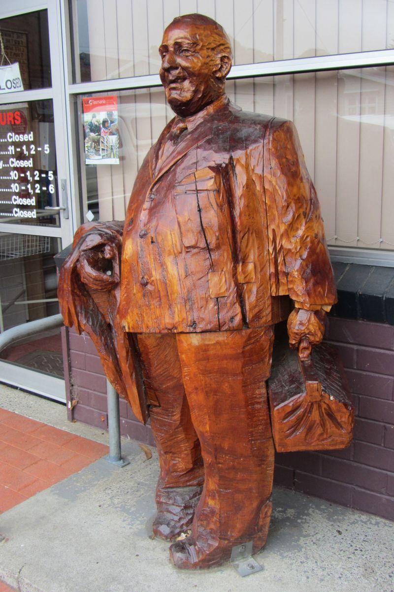 Dr Oswald Kyle - statue